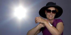 applying-sunscreen-protection